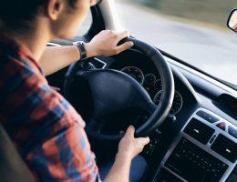 運転中の腰痛イメージ